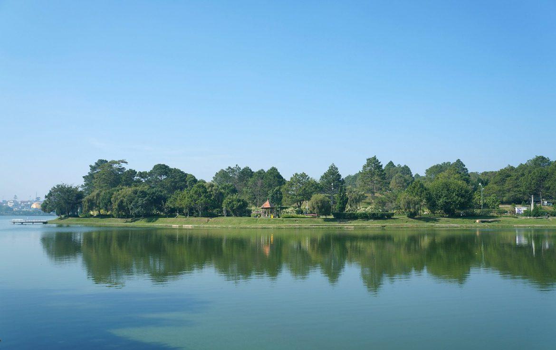 lago xuan huong dalat vietnam